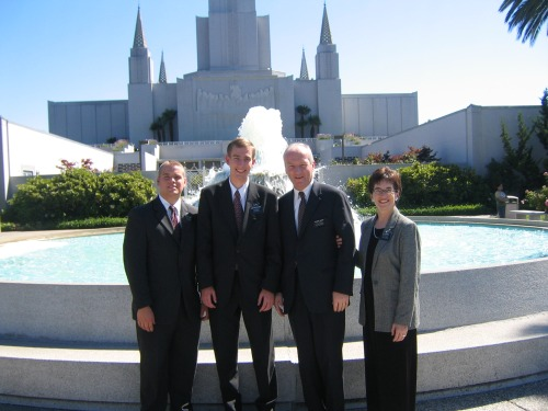 Photo of Paul, Elder Smoot, mission president and wife by Oakland temple