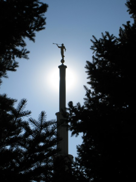 An angel Moroni statue was finally added to spire over 31 years after the dedication